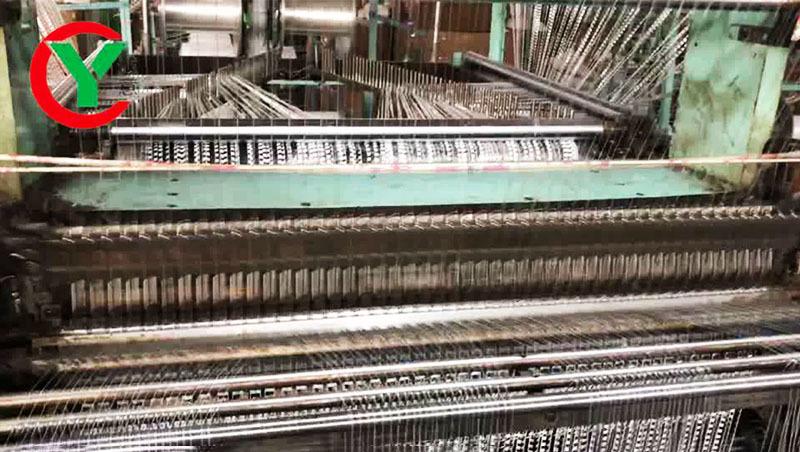 Необычная прядильная машина для вязания пряжи